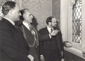 Michael Wynne-Parker with the Depty Lord Mayor of Norwich and the Yemini envoy, 1977